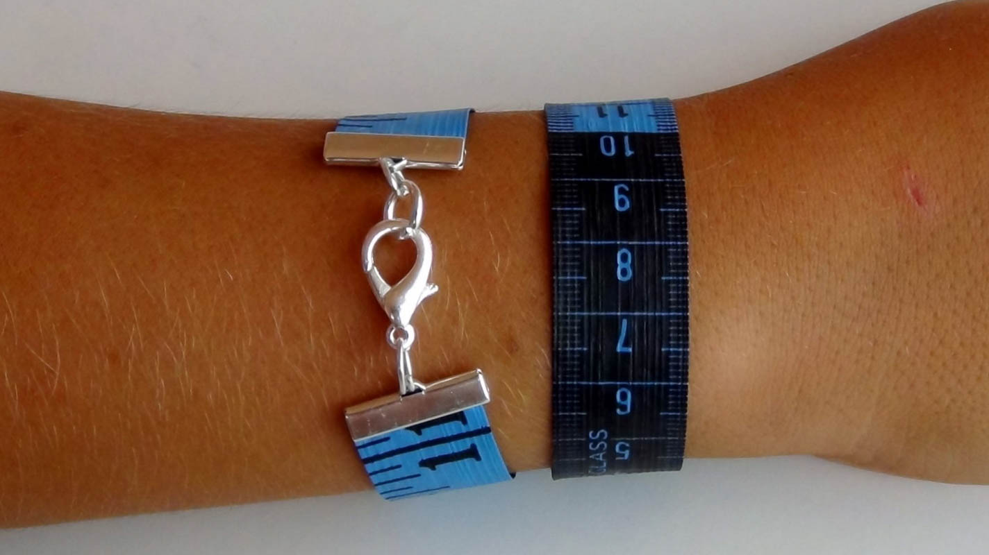 How to make bracelets with dressmakers tape measures Cómo hacer pulseras con una cinta métrica