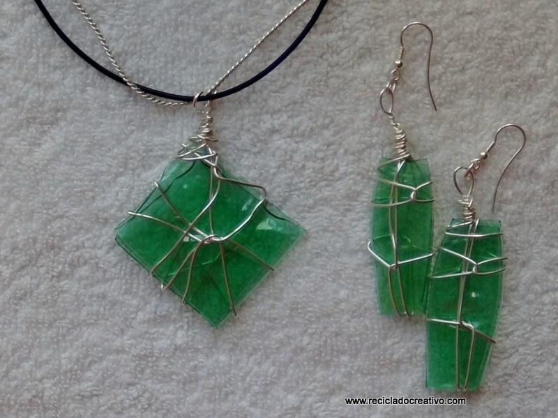 Bisutería de plástico verde realizada con una plancha de ropa - green plastic jewelry