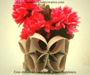 Tubos de cartón convertidos en florero o frutero
