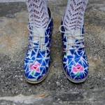Zapatos para un traje de fallera valenciana con material reciclado