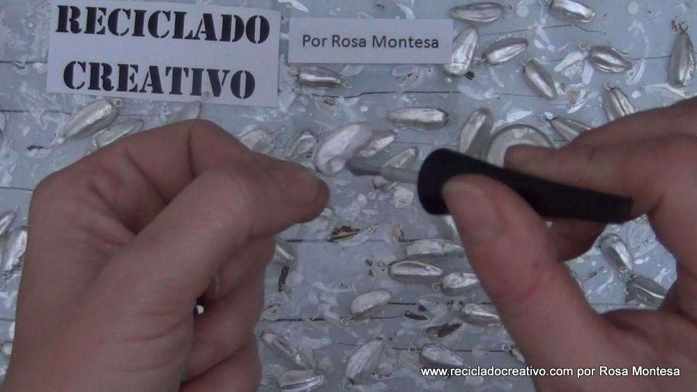 Traje de fallera valenciana siglo XXI con material reciclado