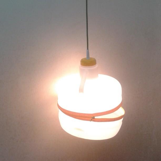 zipper-light-por-la-caixa-verda-exposicio-rehogar-solucions-per-a-lhabitat-a-partir-de-residus-reciclado-reciclaje-reused-recycling-recy